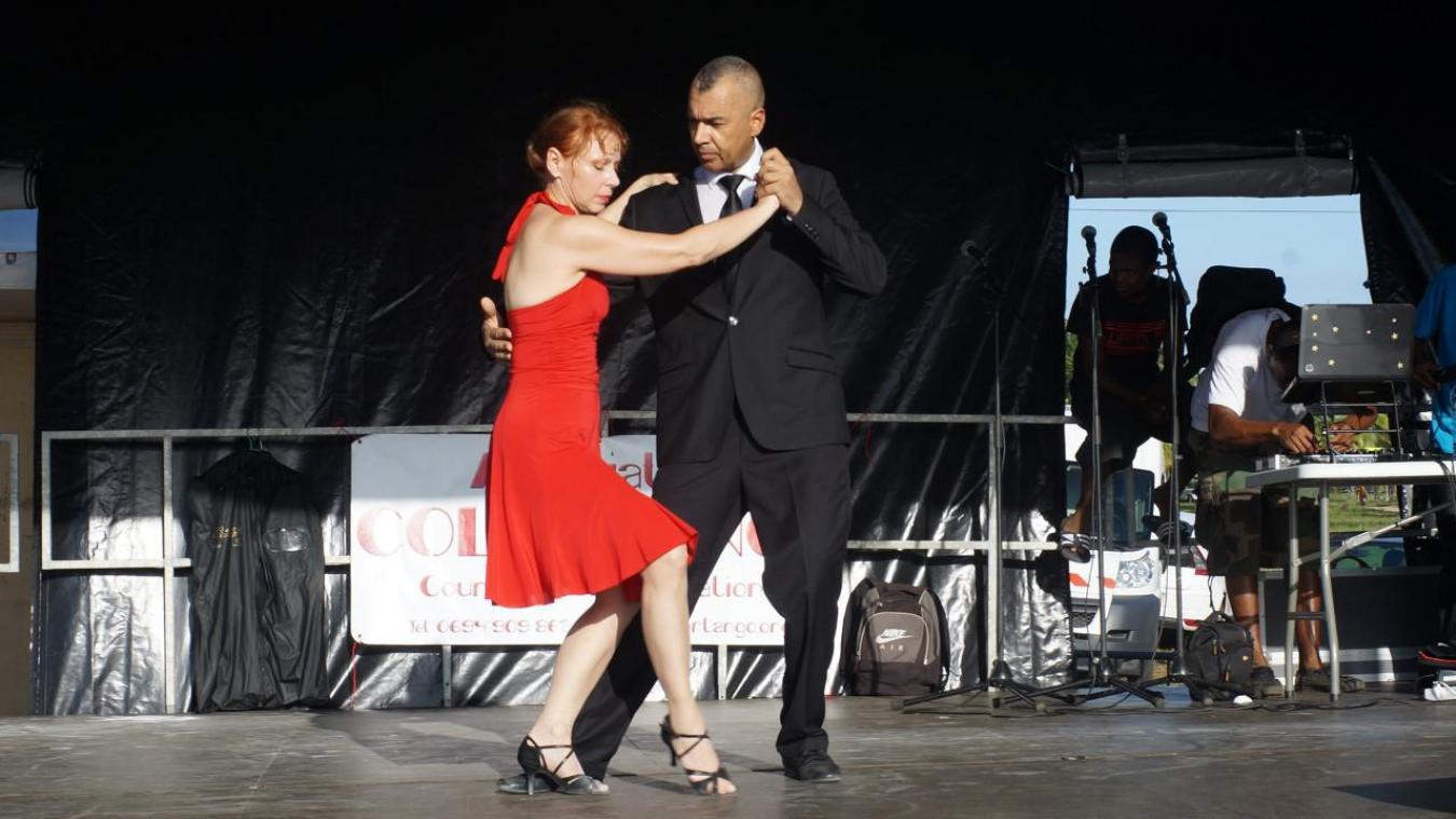 Avant de se produire sur scène, Jocelyne et John ont été élèves à l'école mondiale de tango argentin de Gabriella Elias à Buenos Aires pendant plusieurs années.