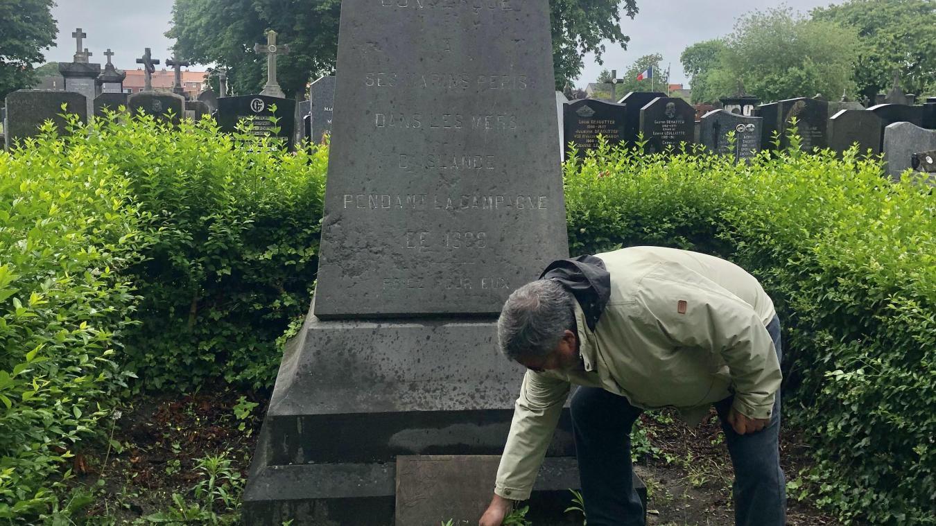 Philippe Marteel désespère en voyant l'état de la stèle en hommage aux marins disparus en 1888.