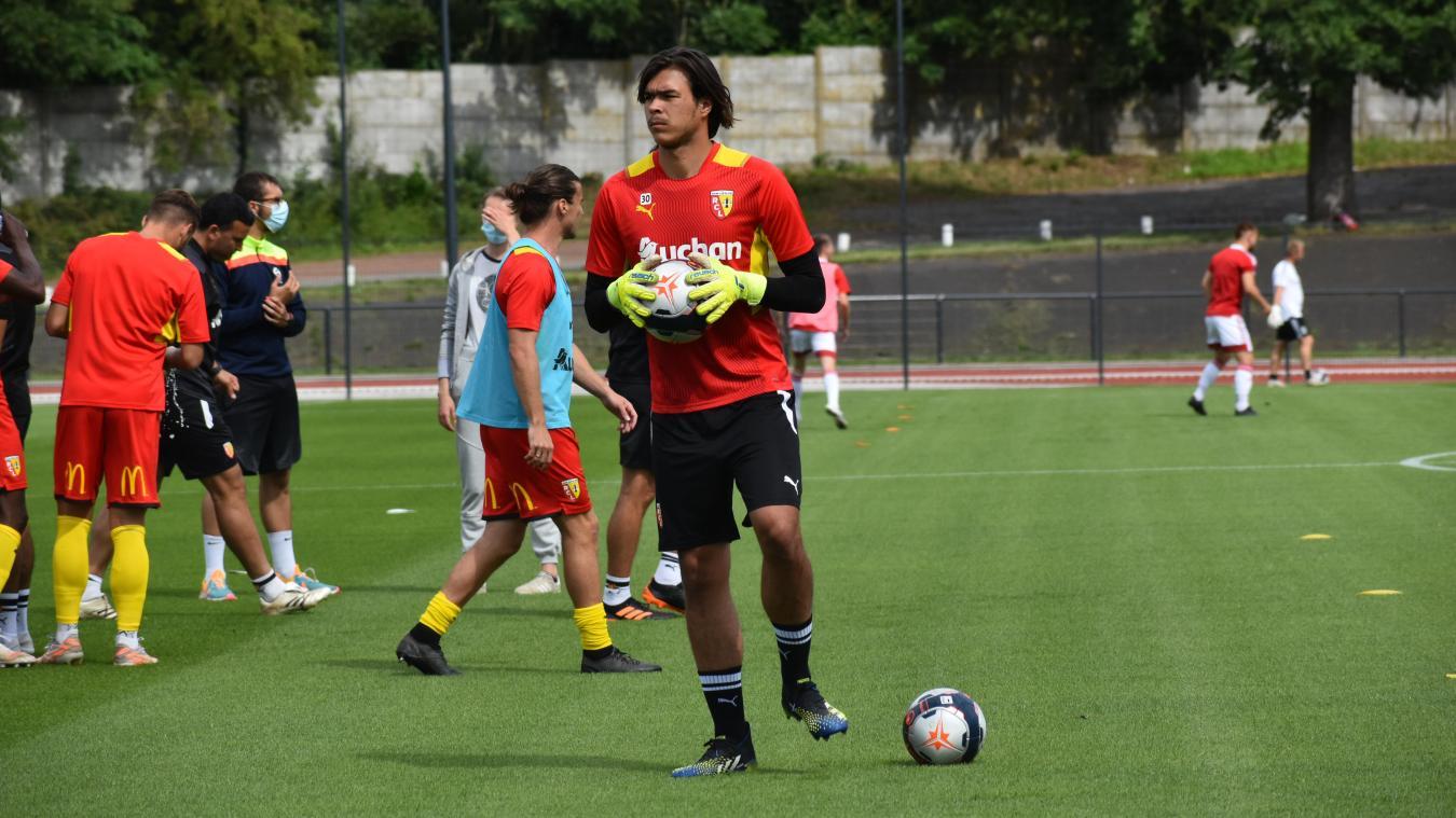 Le jeune gardien participe à la préparation lensoise avec le groupe Franck Haise.