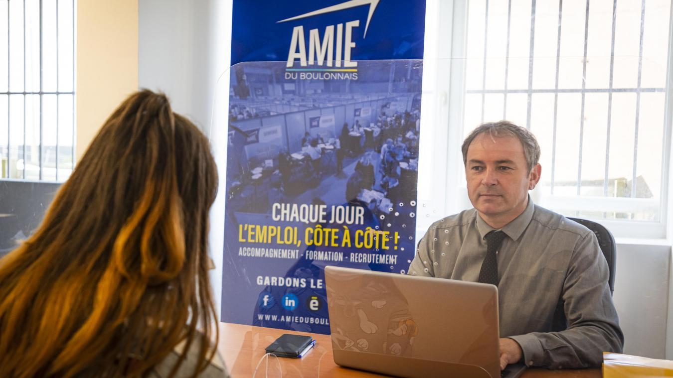 Les conseillers de l'Amie sont d'une aide précieuse pour les demandeurs d'emploi.