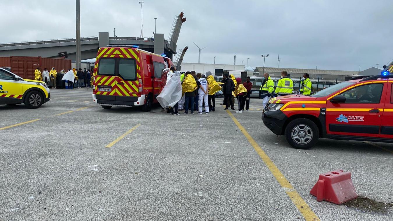39 migrants âgés de 23 à 30 ans, dont une femme enceinte, sauvés au large de Boulogne