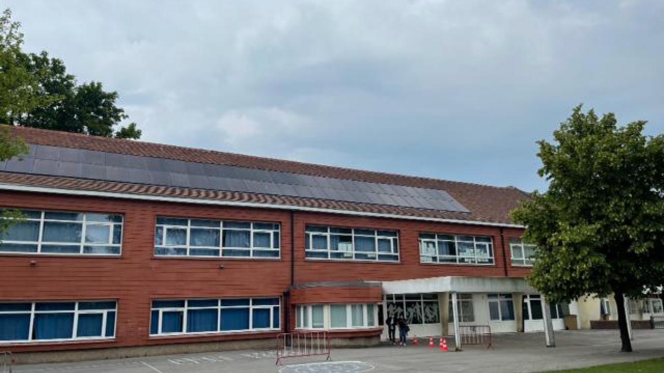 56 panneaux photovoltaïques alimenteront en énergie renouvelable l'école de la Porte d'eau.