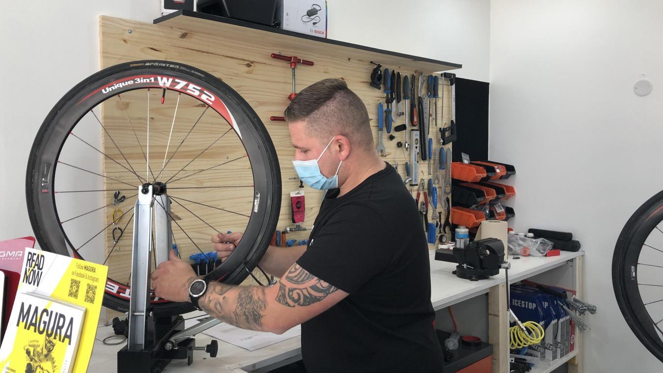 Jean-Paul Davin se charge de réparer votre vélo et d'effectuer tous types d'entretien pour le remettre à neuf.