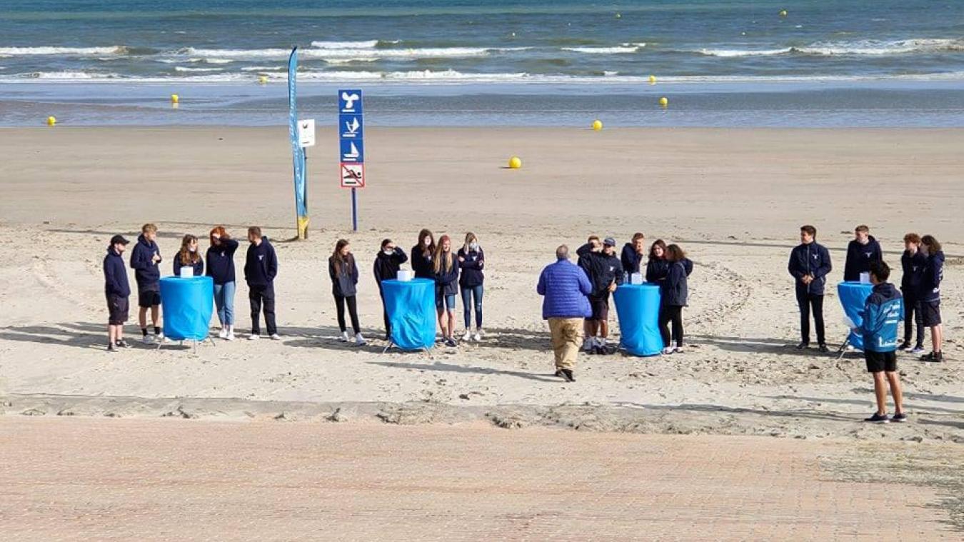 Les travailleurs saisonniers se chargent de l'entretien et de la propreté des plages pendant tout l'été.