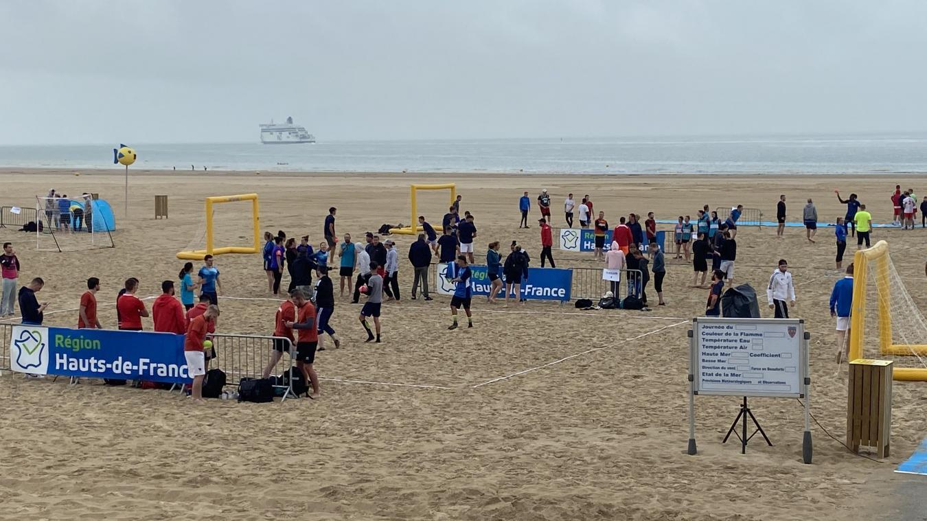 Calais: Le tournoi de sandball est lancé
