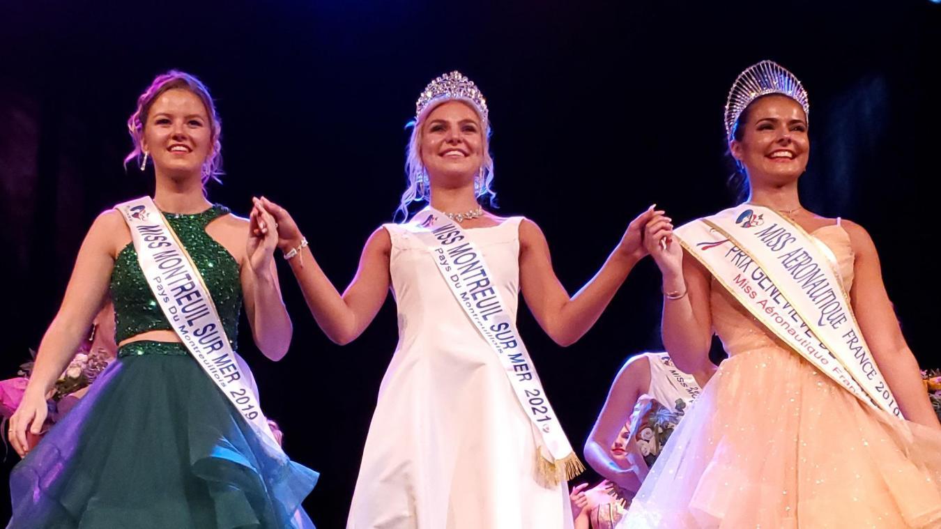 L'heureuse élue, Lucie Bizet, entourée de Pauline Bouriez qui lui a transmis sa couronne, et de Miss Aéronautique France 2019.
