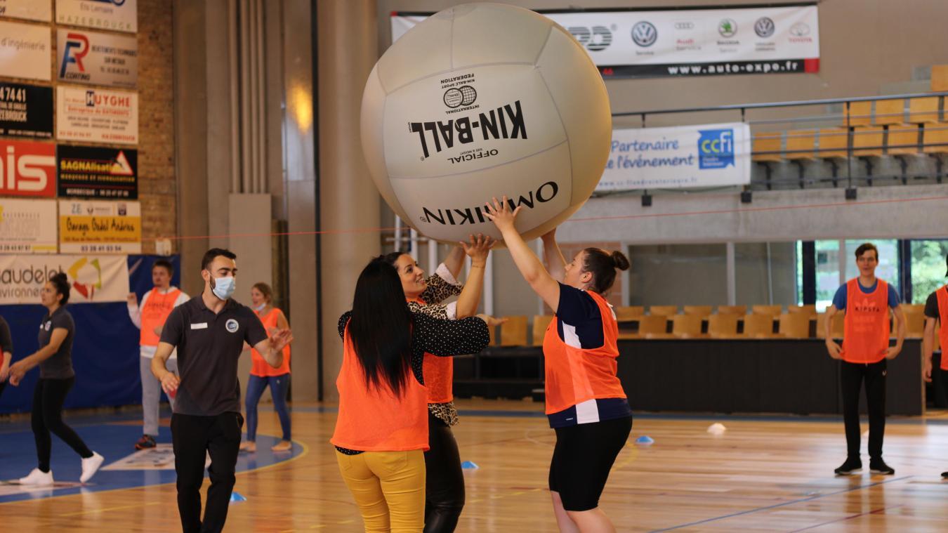 Parmi les sports plus atypiques proposés : le kin-ball ou le tchoukball.