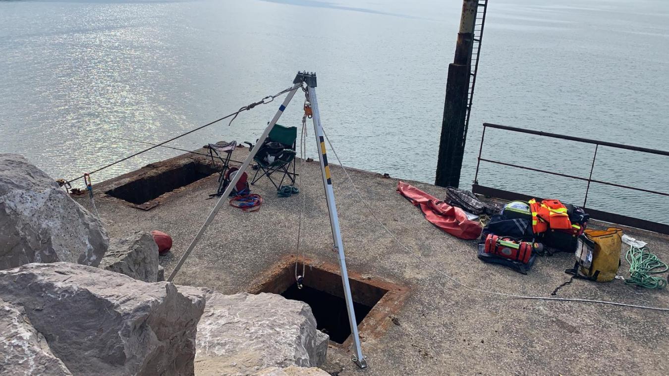 L'homme a chuté dans ce trou profond de cinq mètres.