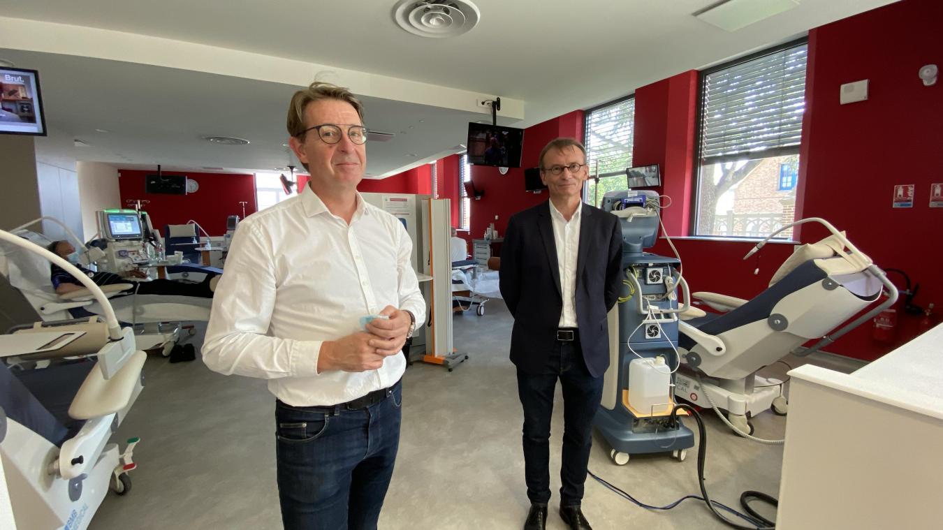 Jérôme Deldyck, directeur adjoint du service de dialyse de Santélys et Franck Bourdon, néphrologue, se réjouissent de pouvoir apporter des soins de proximité.