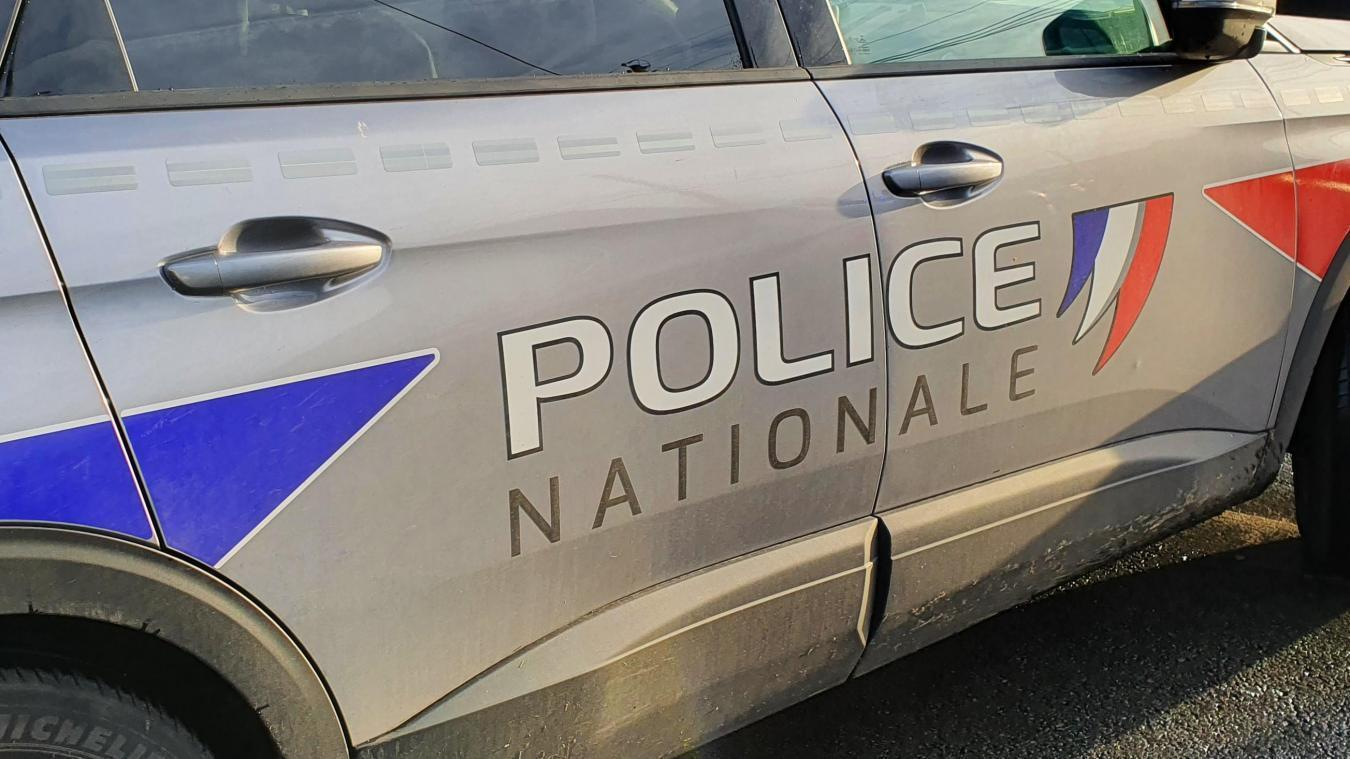 Une femme a appelé la police en apercevant un homme avec un couteau à la main.