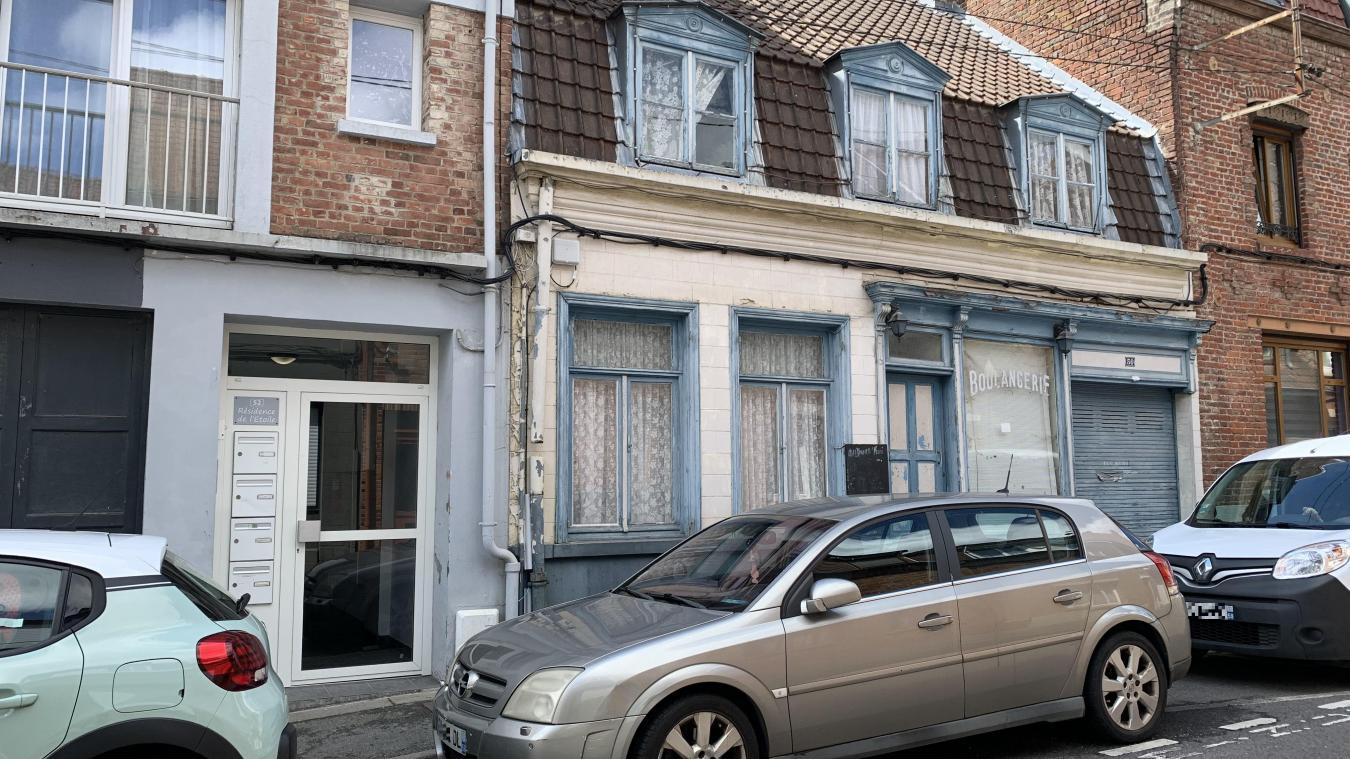 Le projet prévoit la destruction de l'ancienne boulangerie de la rue de Thérouanne. C'est là que devrait se situer l'entrée et la sortie du parking d'une cinquantaine de places.