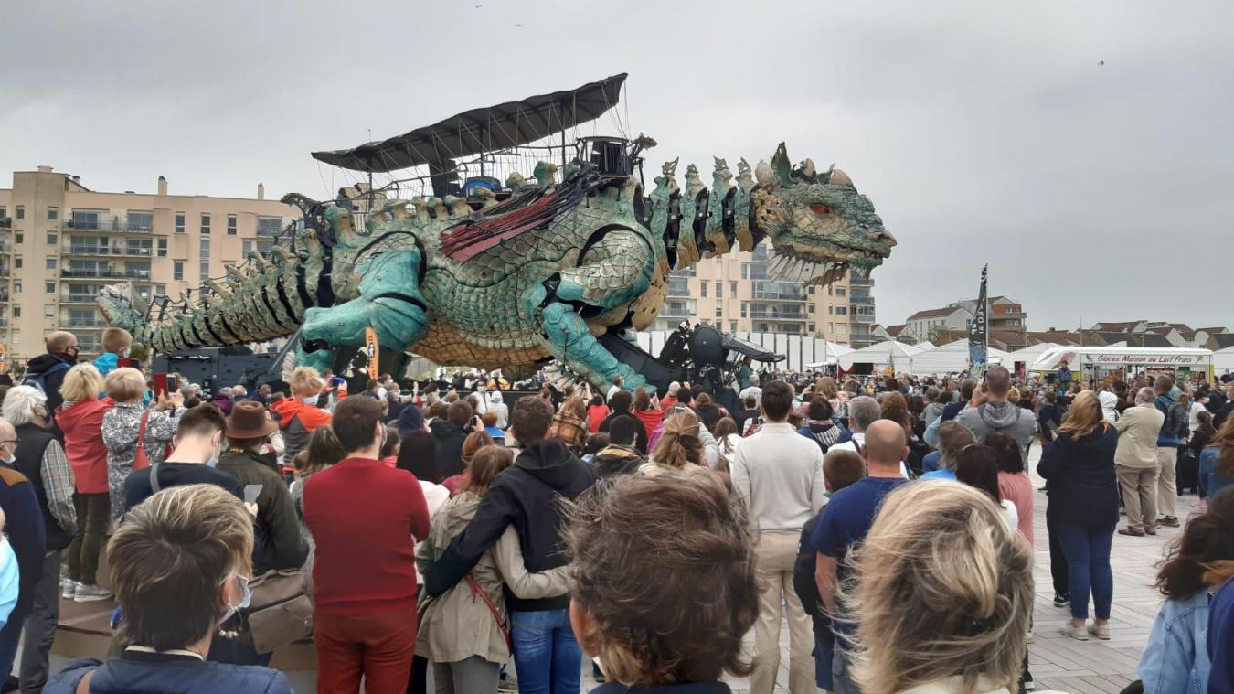 Calais: Déjà beaucoup de monde pour le spectacle du Dragon ce 14 juillet
