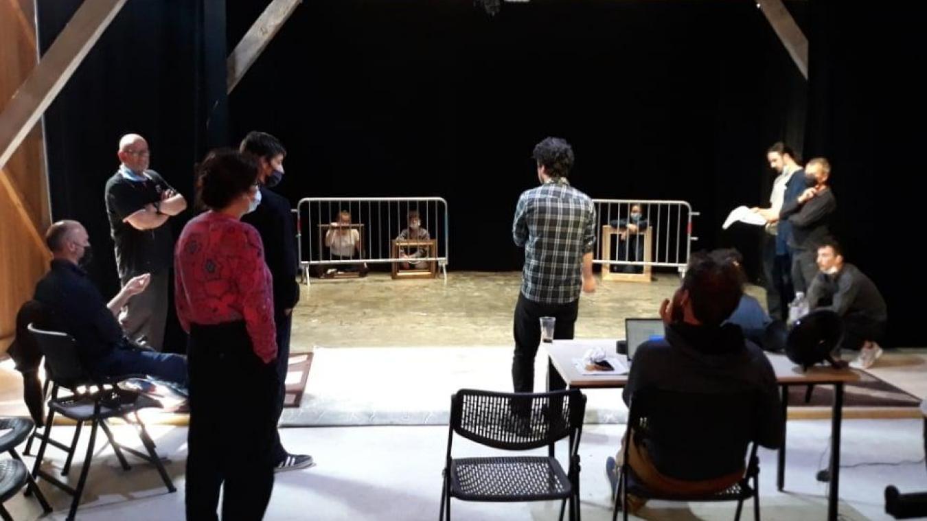 Le Théâtre de l'Ordinaire a transformé l'ancienne grange en véritable salle de spectacle.