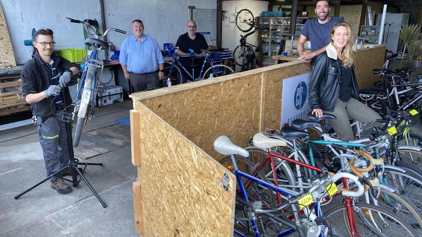 L'atelier vélo est installé dans les locaux de l'ancienne société de camping-car Opale Evasion.