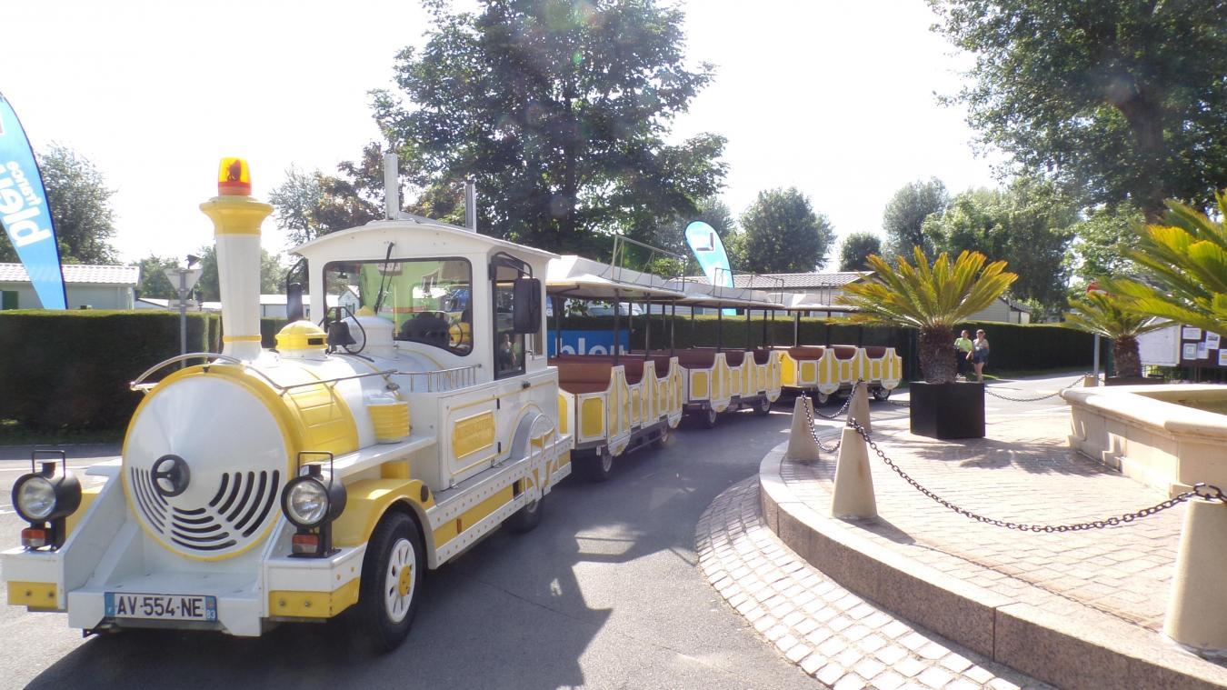 Le petit train peut transporter jusqu'à 60 passagers.