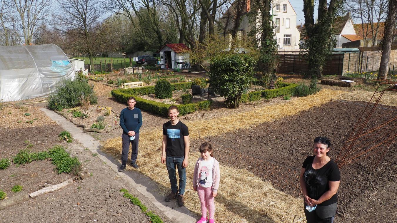Le potager de 1 600 m² de l'association est situé rue Verte à Gravelines, à côté de la ferme.
