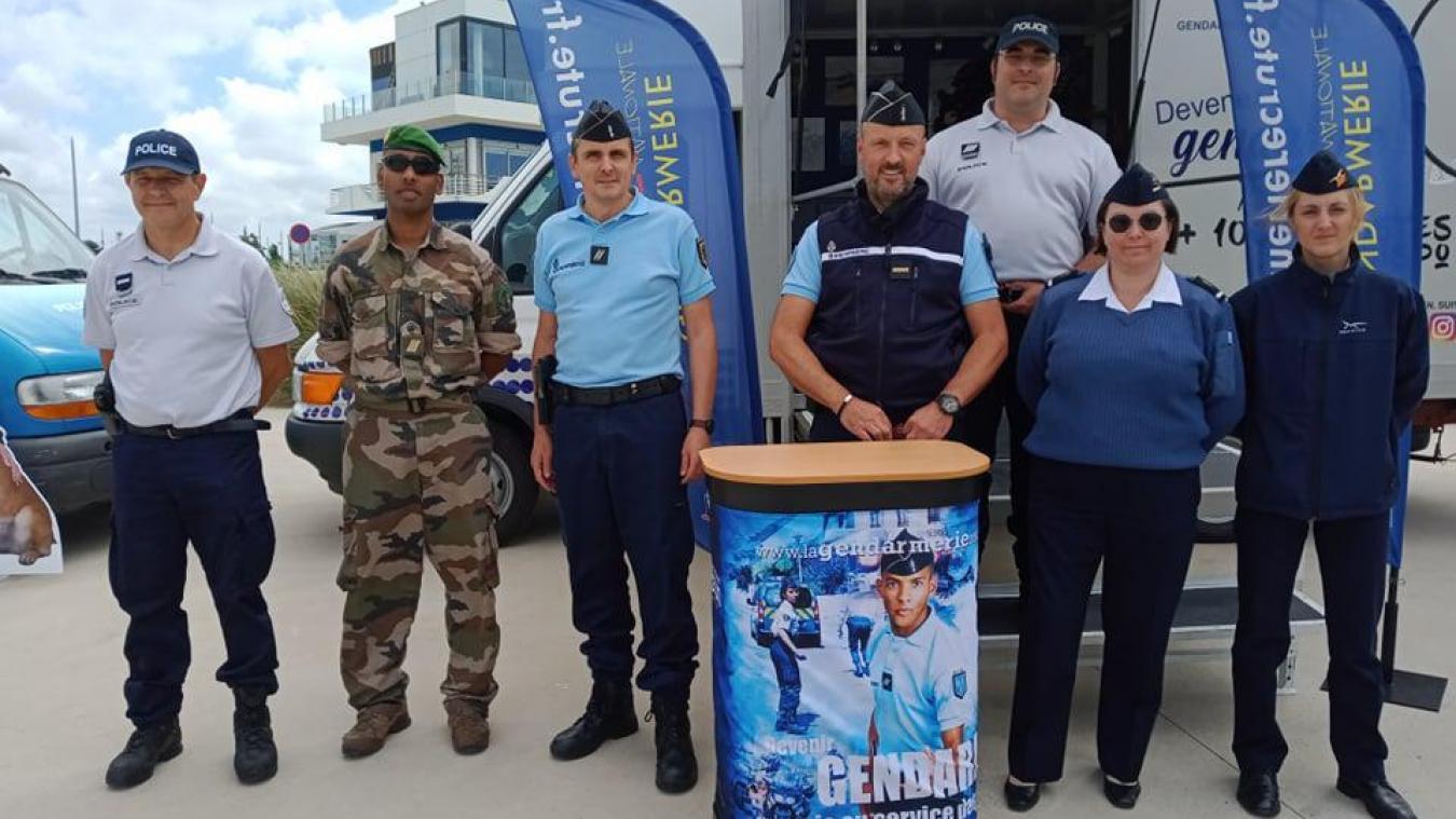 Calais : l'armée de l'air, la gendarmerie, la légion étrangère et la police recrutent sur la côte