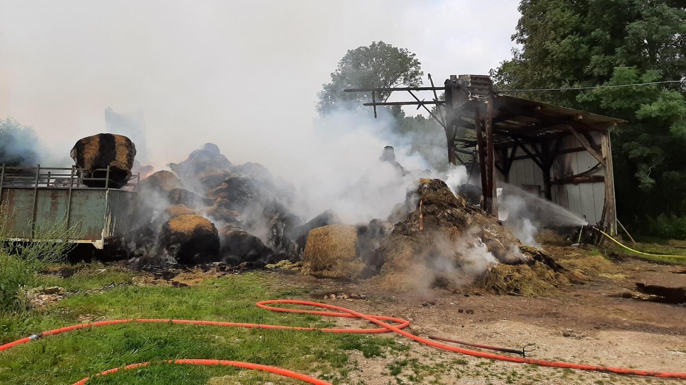 Le bâtiment agricole a subi d'importants dégâts.