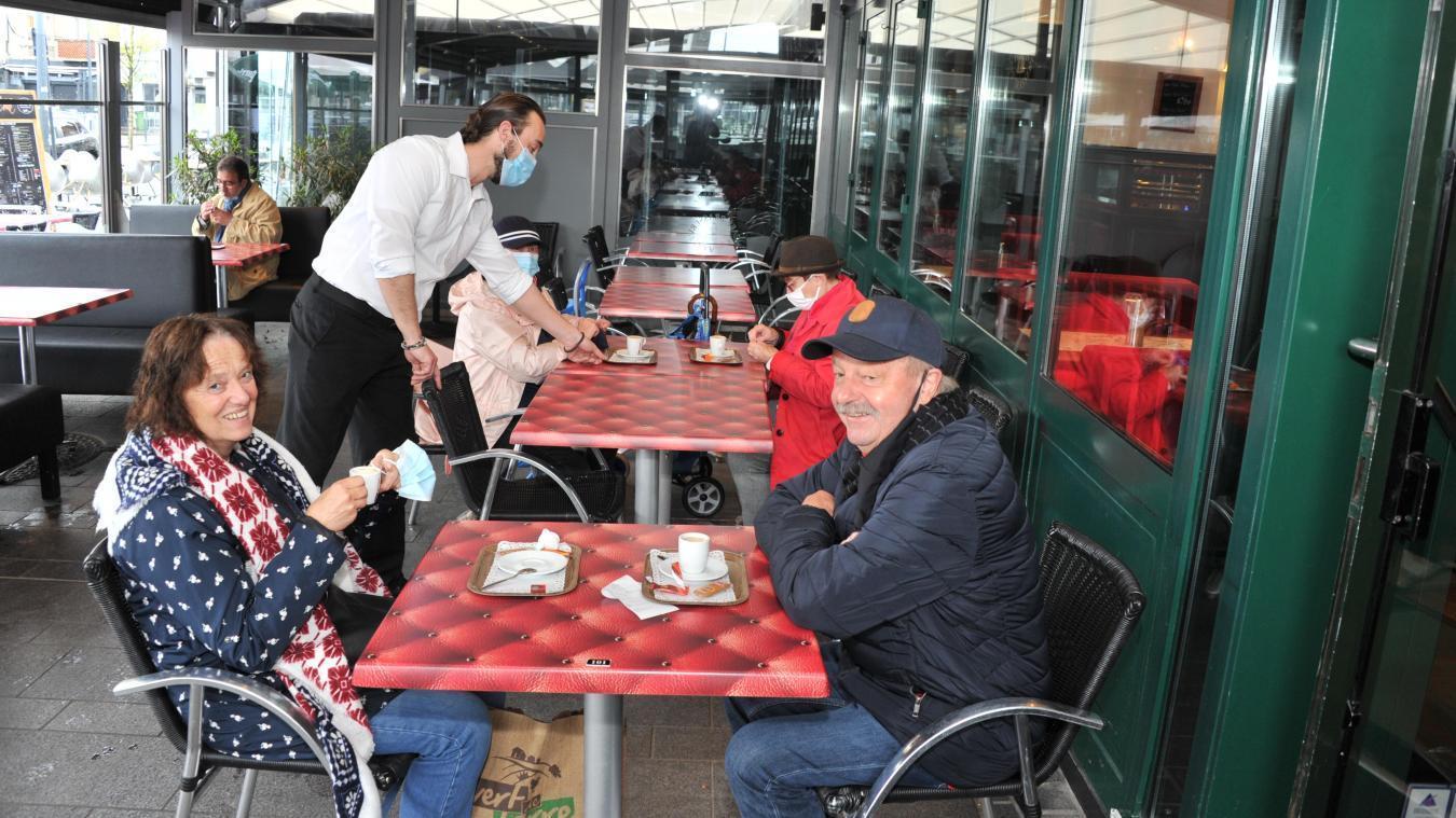 Cafetiers et restaurateurs espèrent un assouplissement de la part de l'État