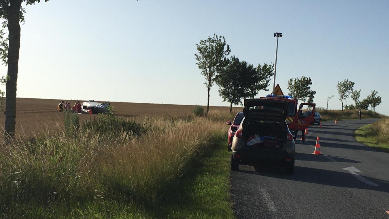 Guînes : une voiture fait plusieurs tonneaux sur la D215