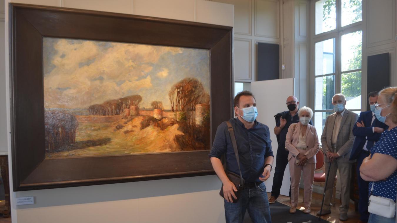 Jean-François Graillot a servi de guide pour le vernissage de cette exposition consacrée aux maîtres des lieux et aux Montreuillois.