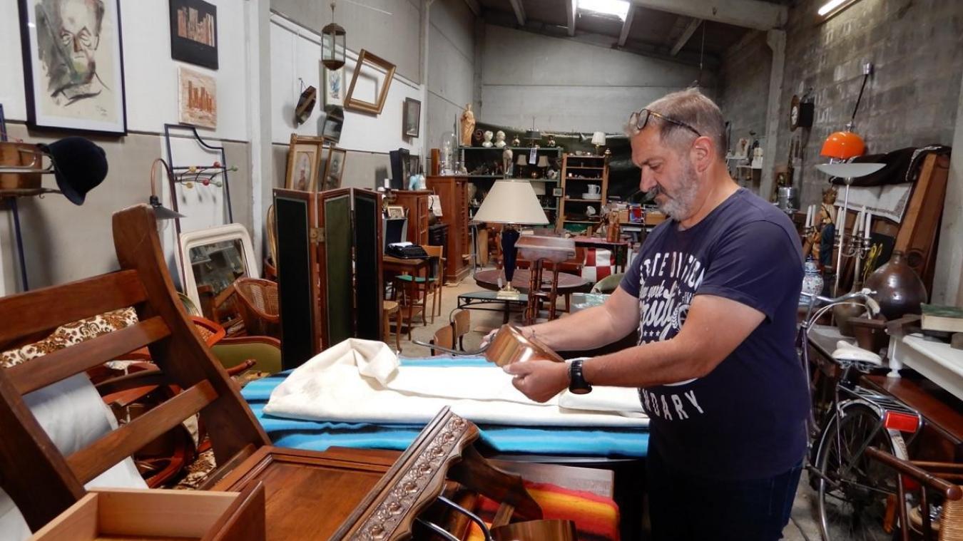 Antiquité, objets d'art, bizarreries : Didier Clippe et toutes ses trouvailles dans son nouvel entrepôt...