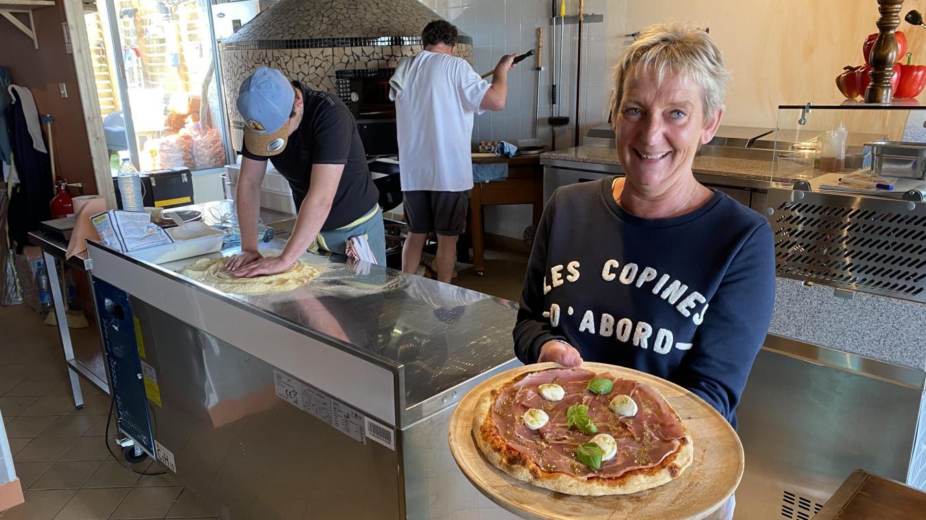 La pizzeria A ch'forno est ouverte tous les jours pendant la période estivale.