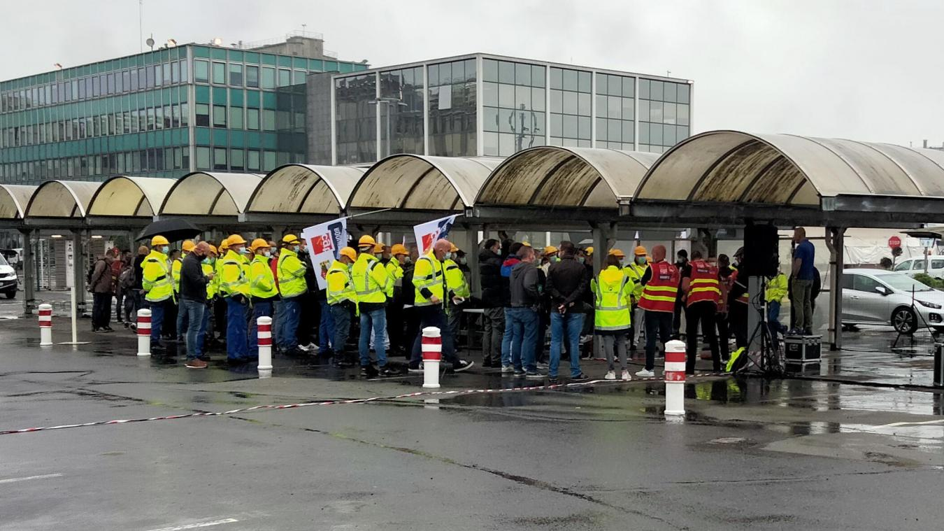 Le 21 juin, une assemblée générale était tenue par les syndicats pour informer les salariés de la situation.