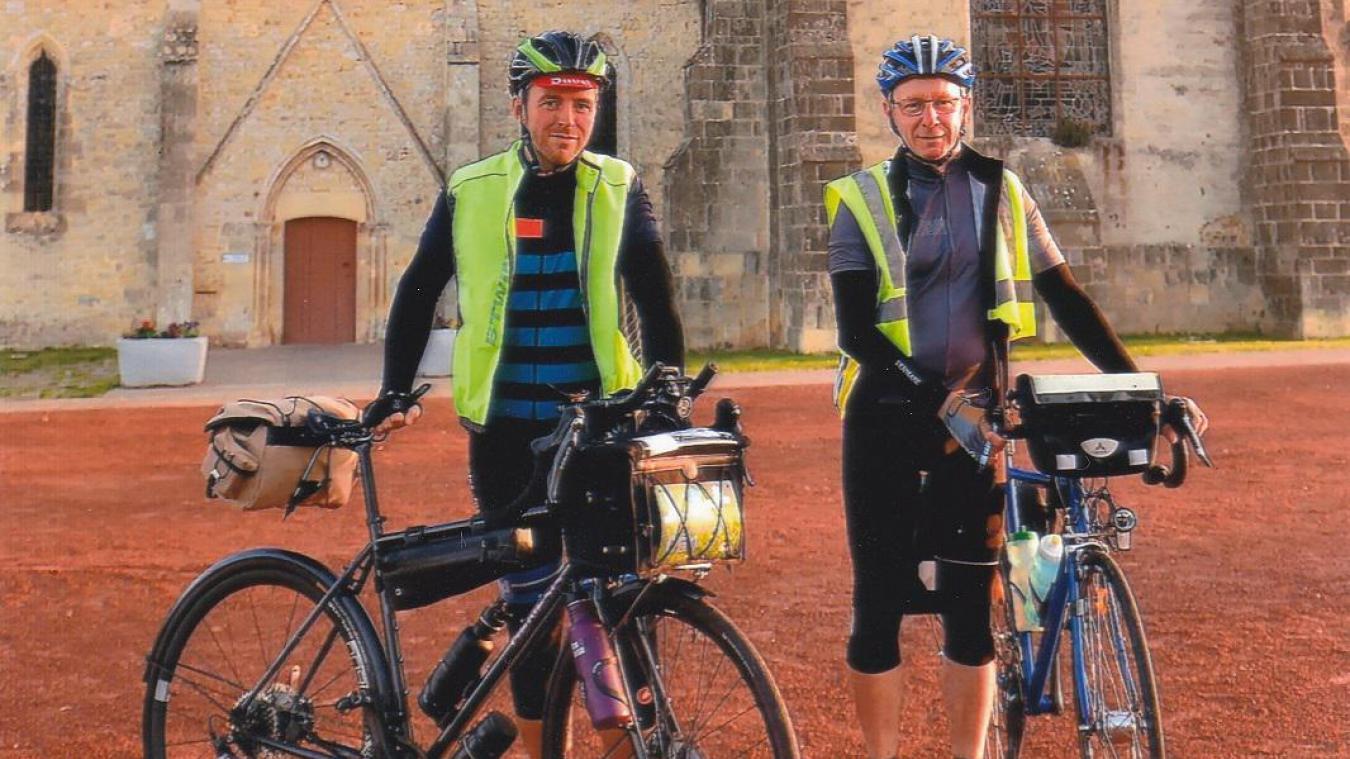Pierre (à gauche) et Fred au départ de leur long voyage à Saint-Mère-Église.