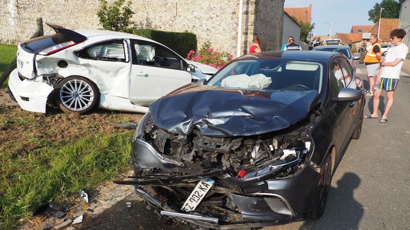 Les deux voitures sont entrées en collision à la sortie de Peuplingues.