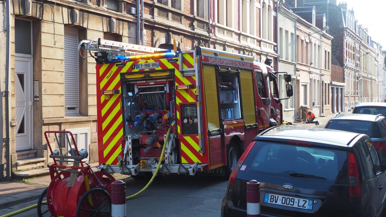 La rue a été bloquée durant l'intervention des pompiers de Calais et de GRDF.