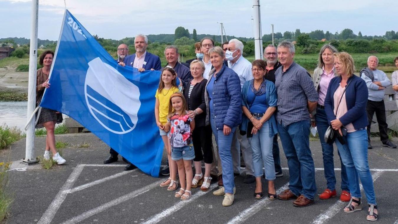Les élus étaplois, lundi dernier, à l'occasion de la mise en valeur de ce 24e Pavillon bleu.