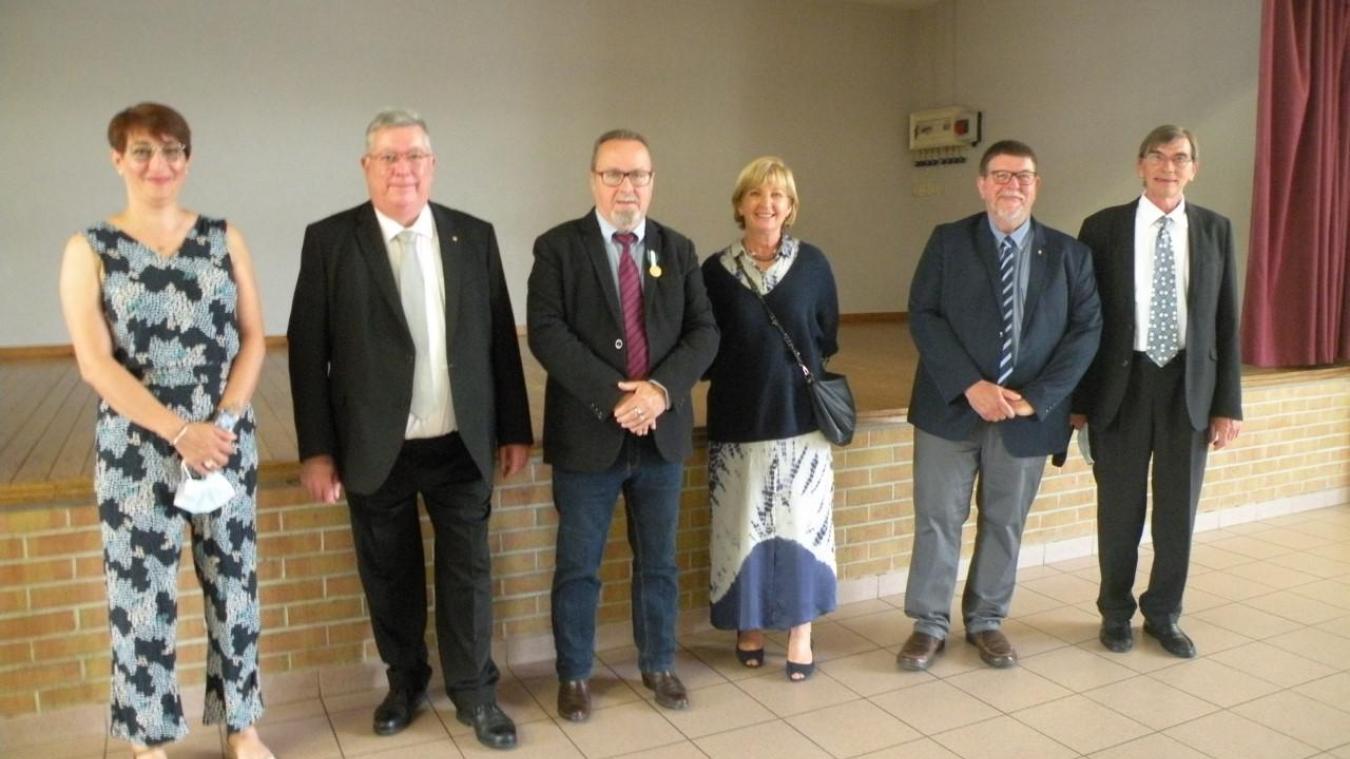 Jacques Delmaire, qui a transmis son écharpe de maire à Dominique Lebrun-Vandewaelle lors des dernières élections municipales, a été mis à l'honneur.