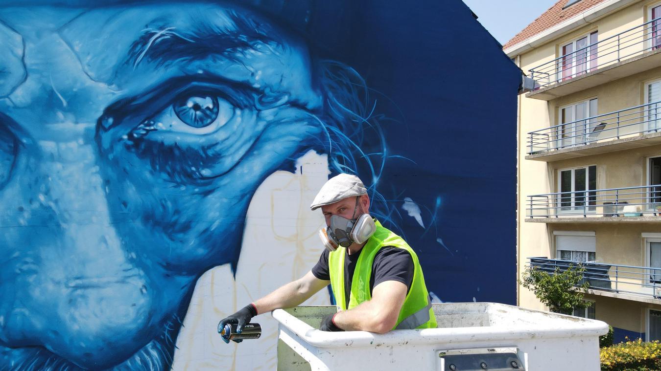 Le graffeur Aéro a réalisé une fresque représentant un marin