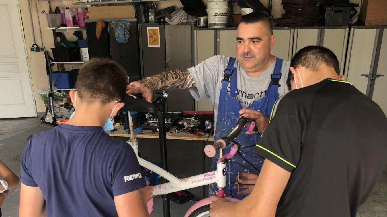 Calais : les jeunes de SOS villages d'enfants retapent des vélos