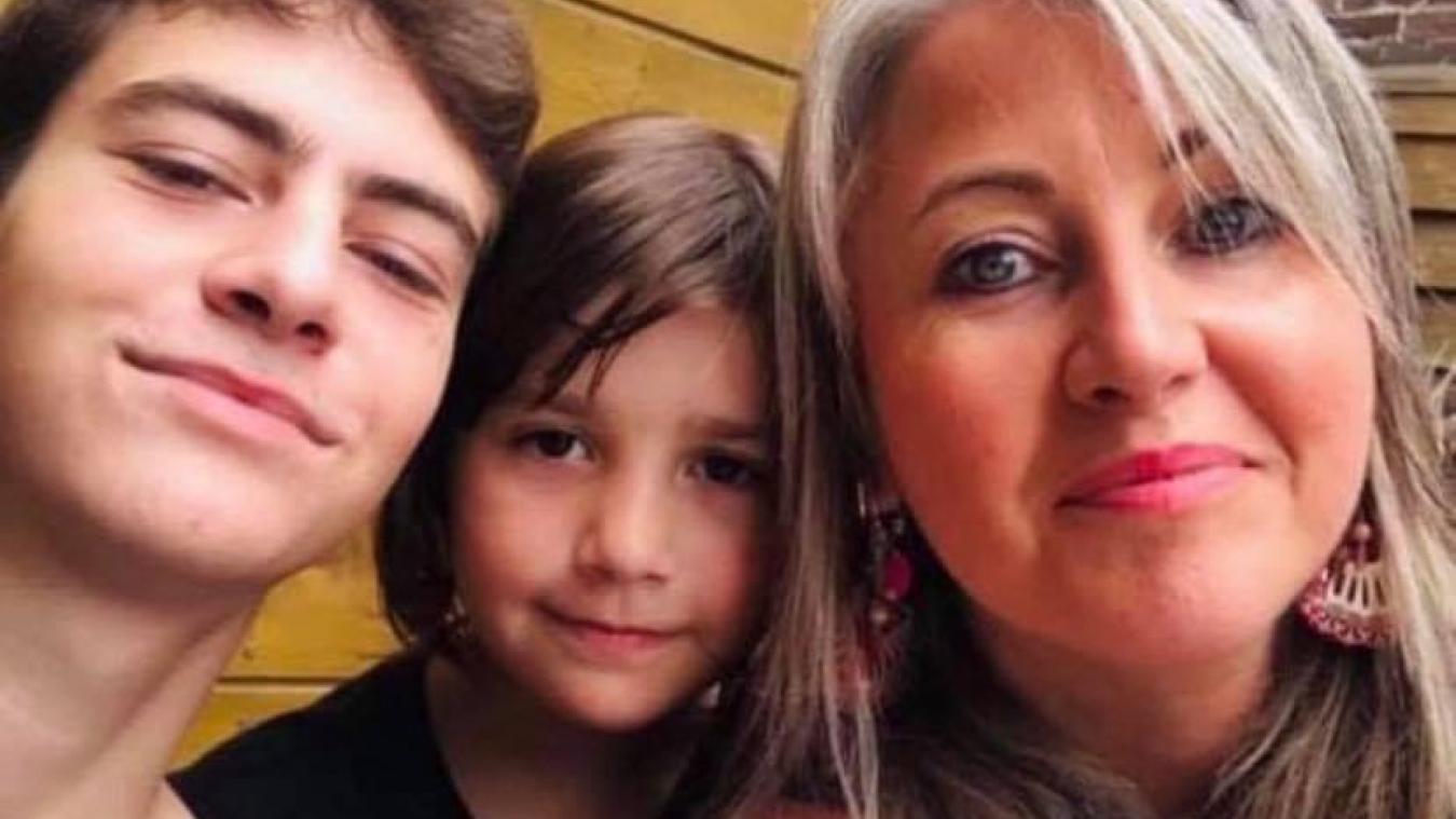 Rafael, aux côtés de sa sœur Ainhoa et de sa mère, Anne-Sophie.