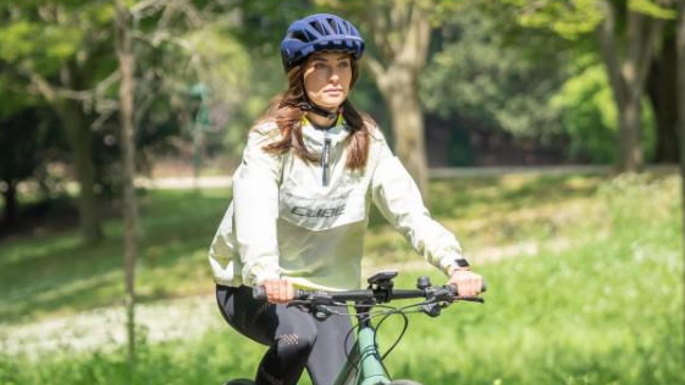 Ambassadrice de la marque de vélos Cube, Inès a pu obtenir, tout comme son compagnon, un vélo de qualité pour se lancer à l'assaut de Biarritz.