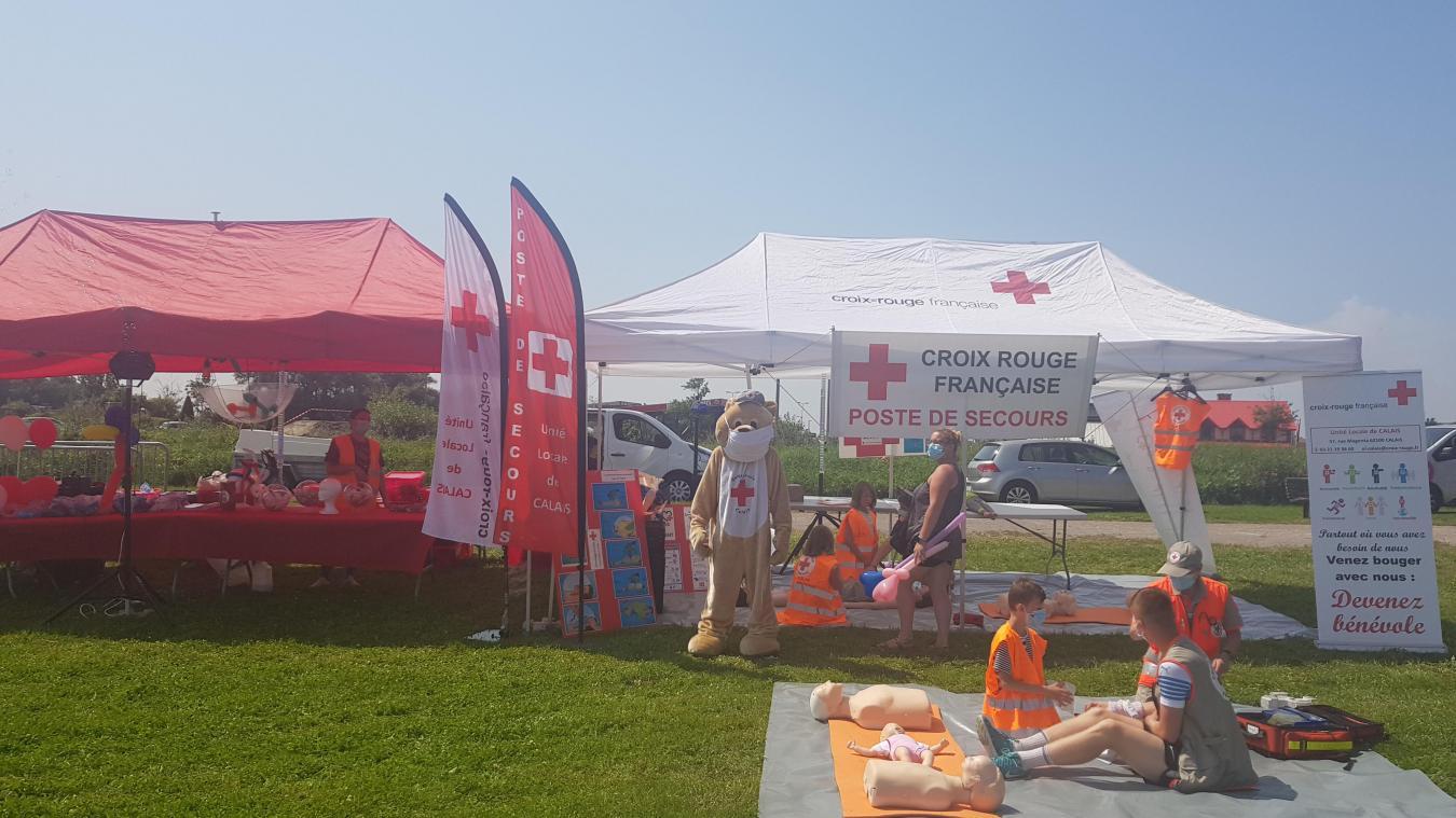 La mascotte Zours de la Croix Rouge de Calais durant l'événement sur la sécurité routière organisé par Espace Centre, situé à la plaine Robespierre.