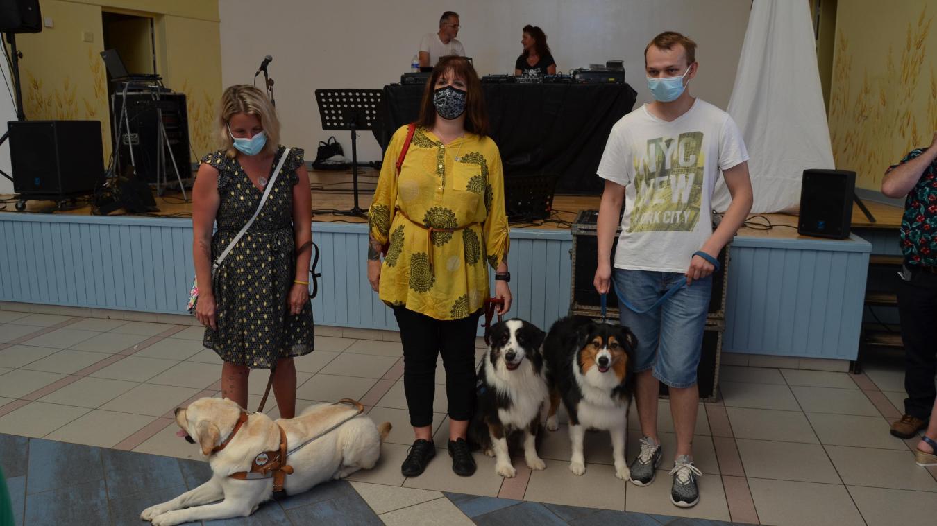 Angélique, Patricia et Alex ont reçu un chien d'assistance.