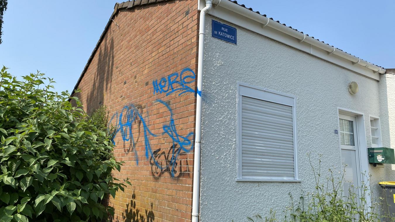 Des maisons ont été taguées.