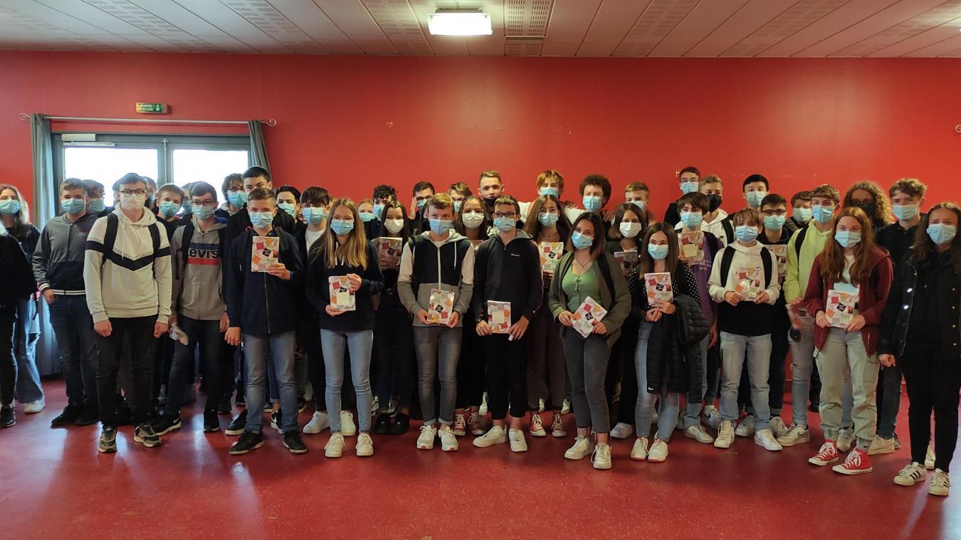 Les élèves de 3e du collège Monsigny fiers de leur travail.