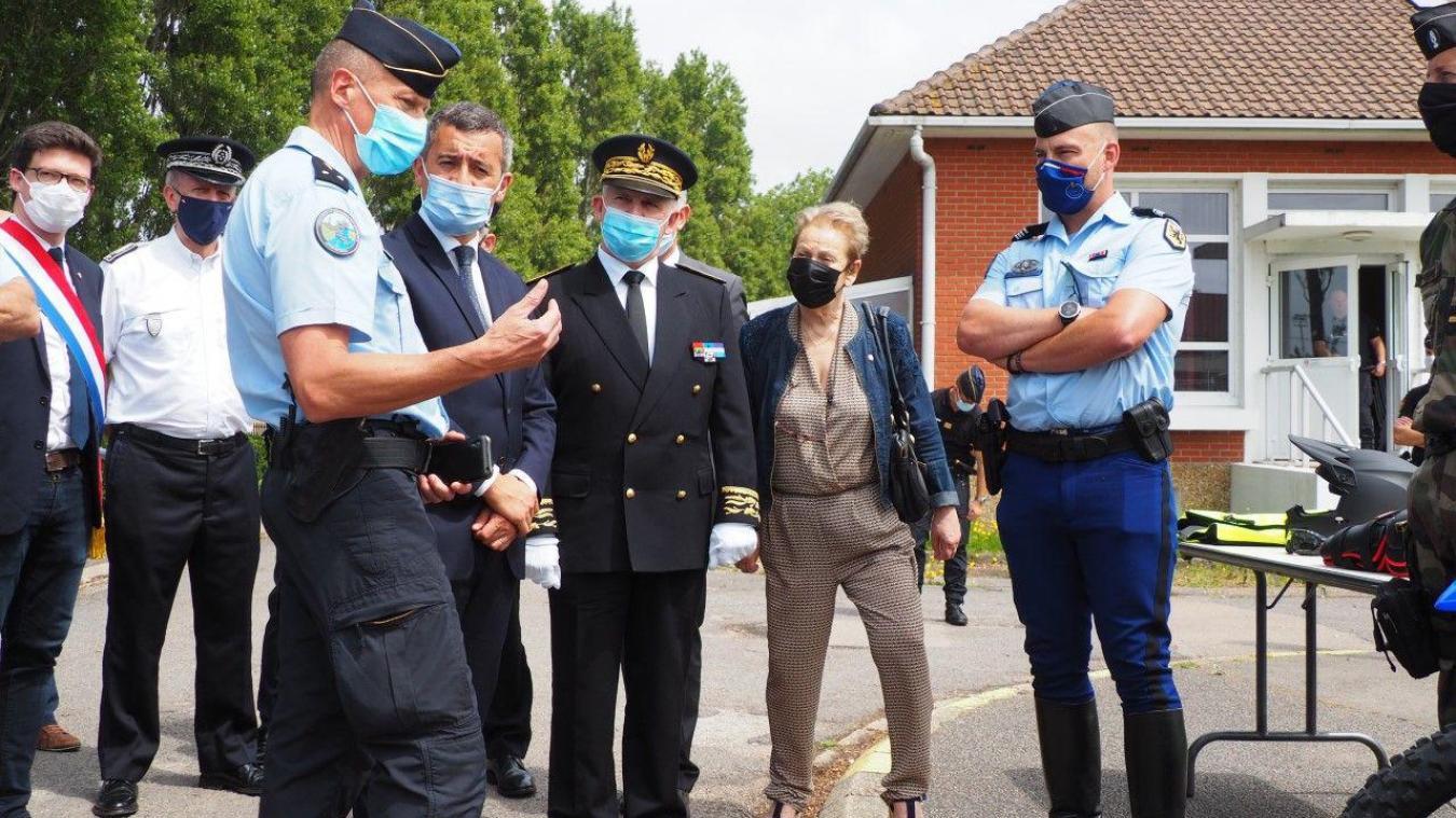 Le ministre de l'Intérieur est venu à la rencontre des forces de gendarmerie présentes à Calais et tout le long du littoral.