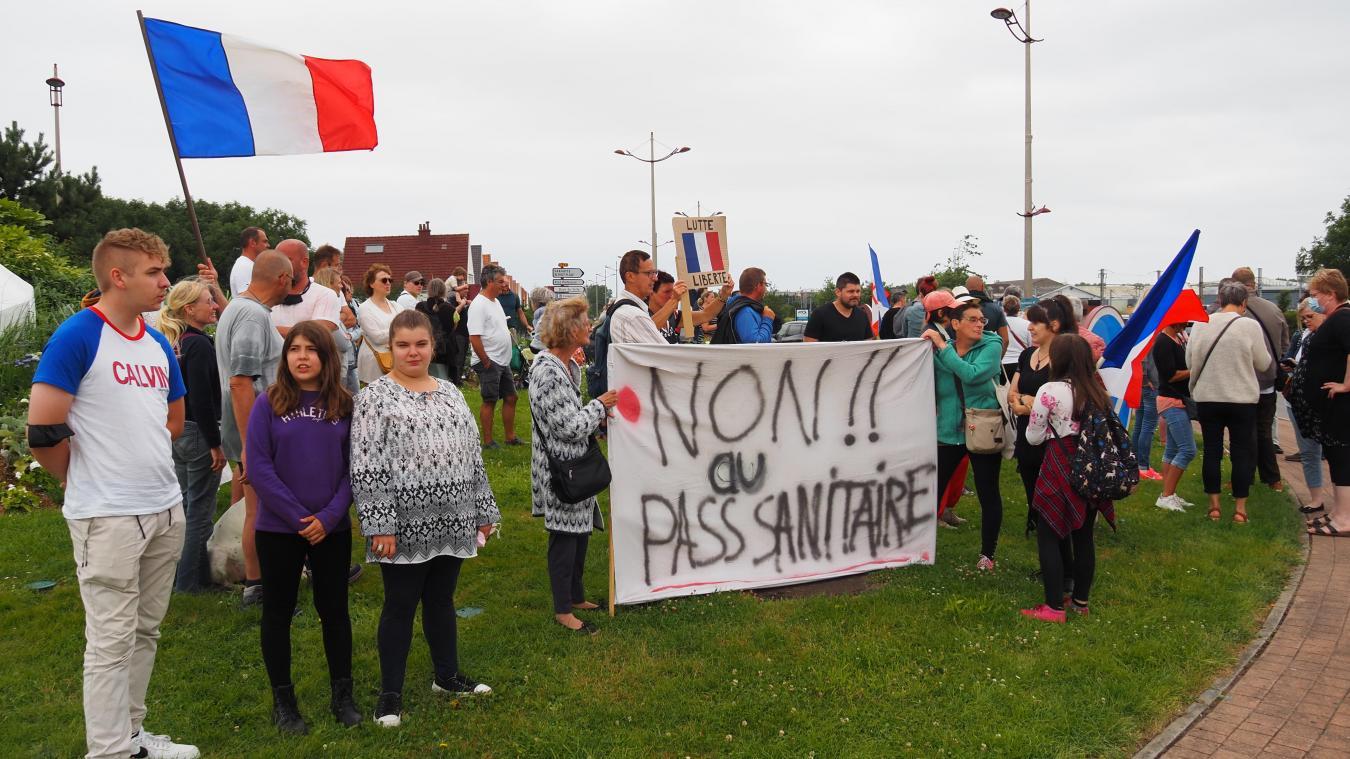 Les manifestants continuent à rejeter le pass sanitaire.