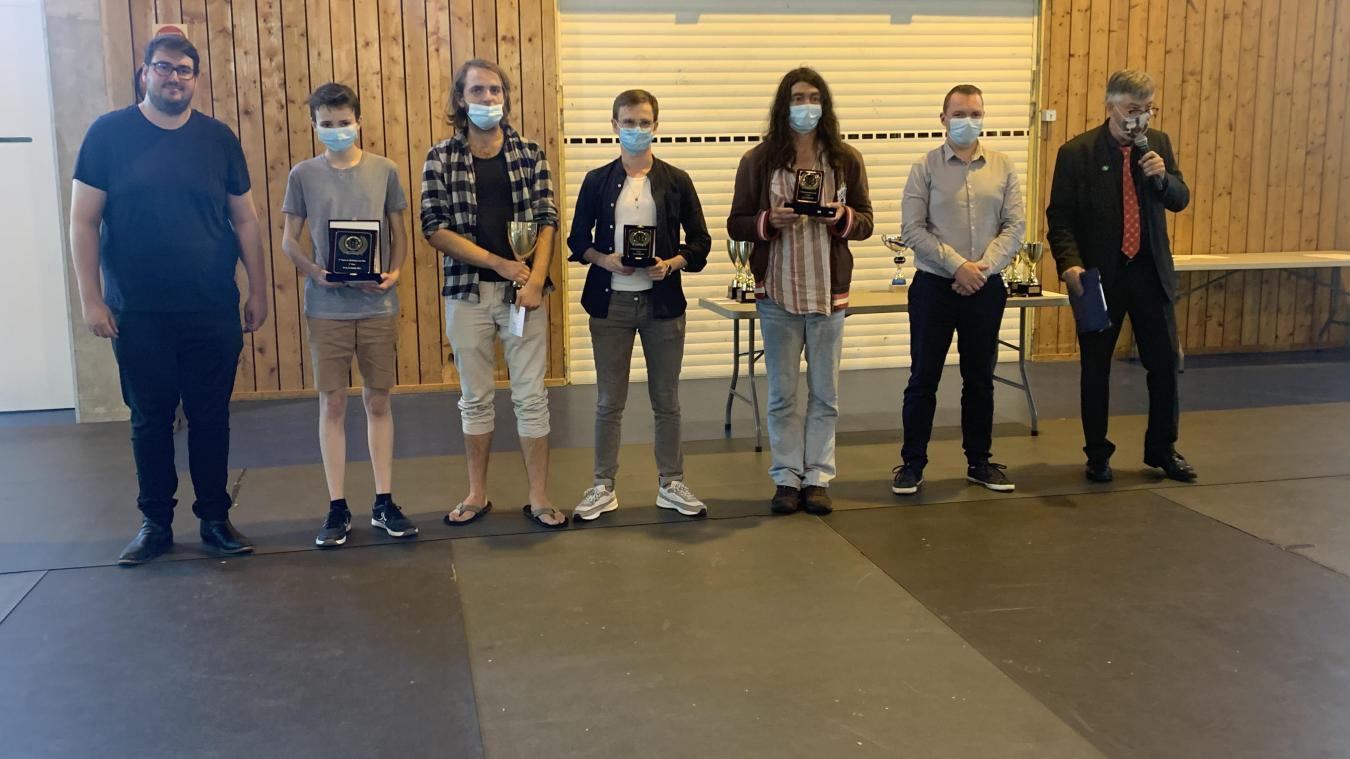 Les différents lauréats de l'Open dont le vainqueur, deuxième à gauche.