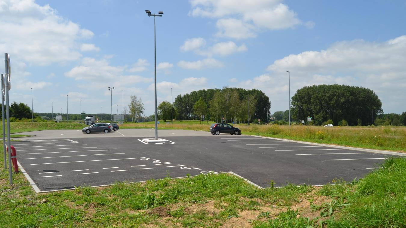 L'aire de covoiturage de Lillers, située à proximité de l'autoroute, est l'une des plus fréquentées du département.