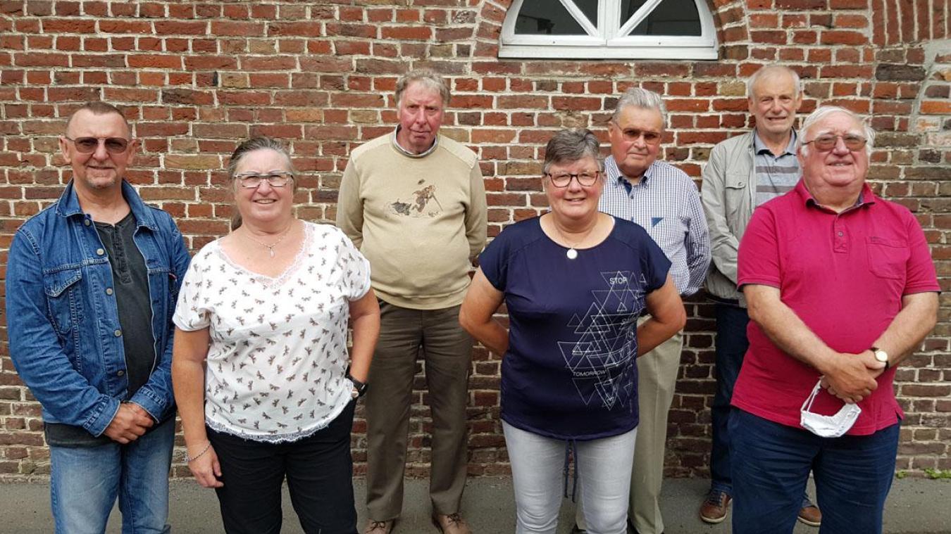 Jean-Vincent Delachery (au fond au centre) est le nouveau président de l'Amicale Philatélique.