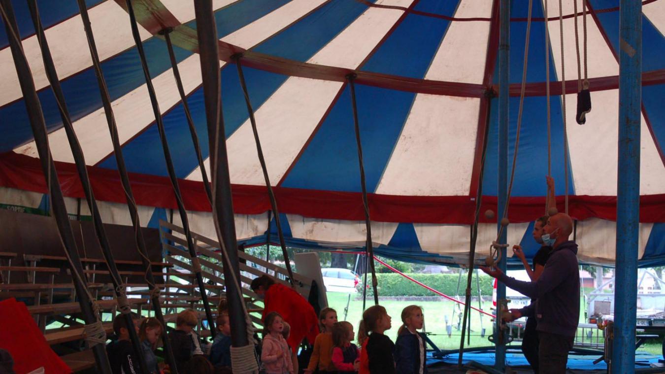 Atelier cirque avec la Brouette Bleue.