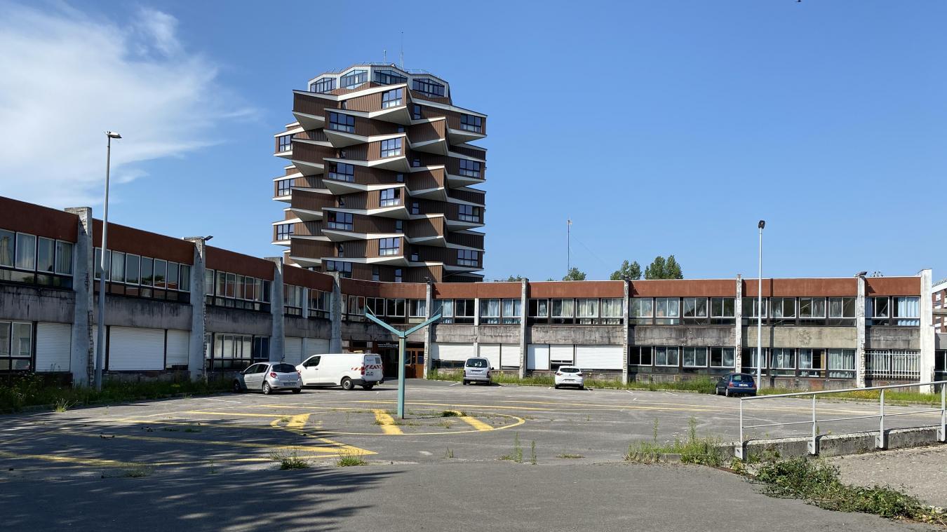 Le bâtiment de l'ancien collège va être surélevé afin de créer un deuxième étage.