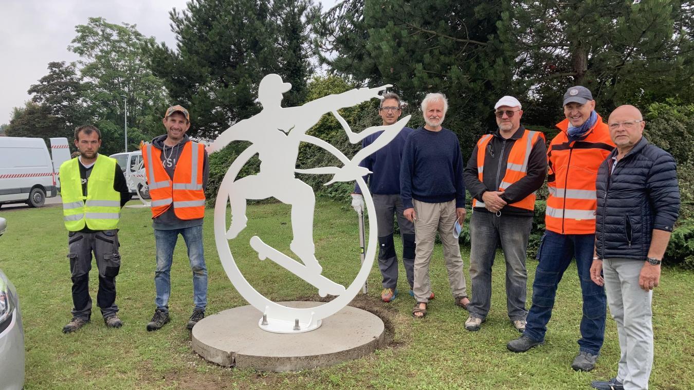Les œuvres ont été installées le mardi 13 juillet par les employés des services techniques de la commune de Cucq.
