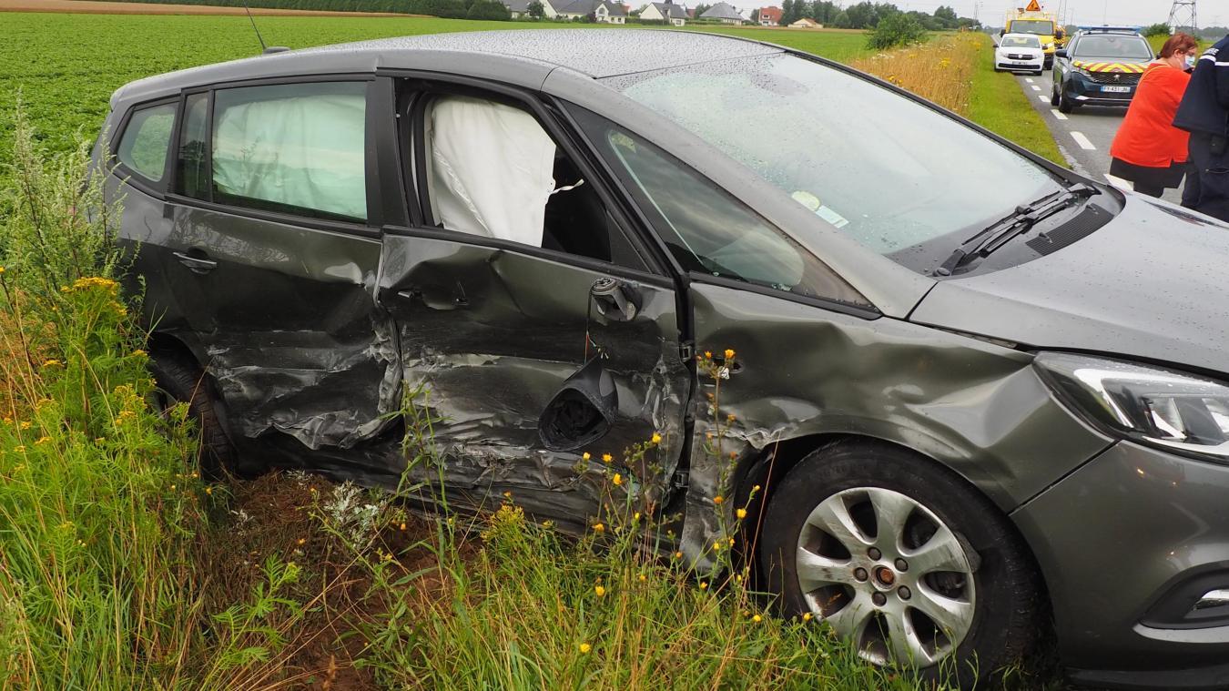 L'une des deux voitures impliquée dans cet accident à Fréthun.